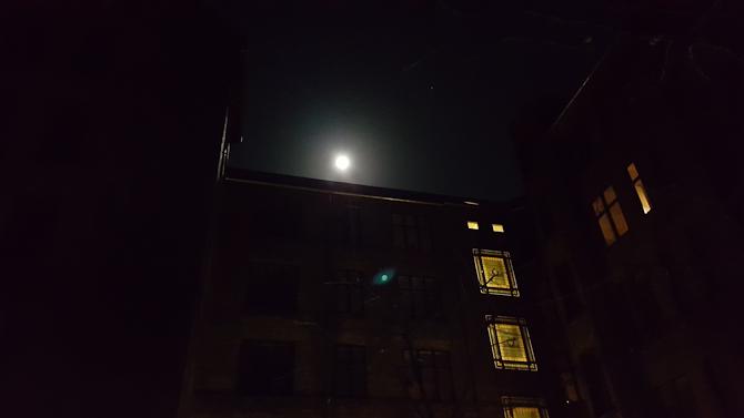 Månen var som jeg...