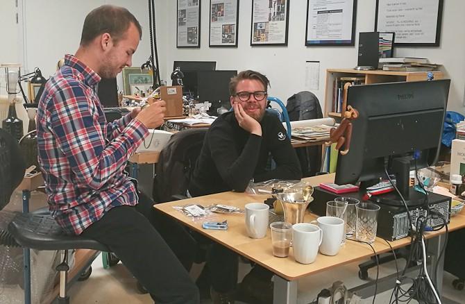 Joakim måtte holde Anders vågen. Anders var nemlig ramt af jetlag og talrige kopper kaffe virkede ikke rigtigt...