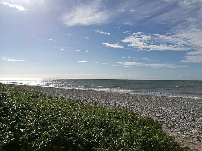 Solskin over kysten