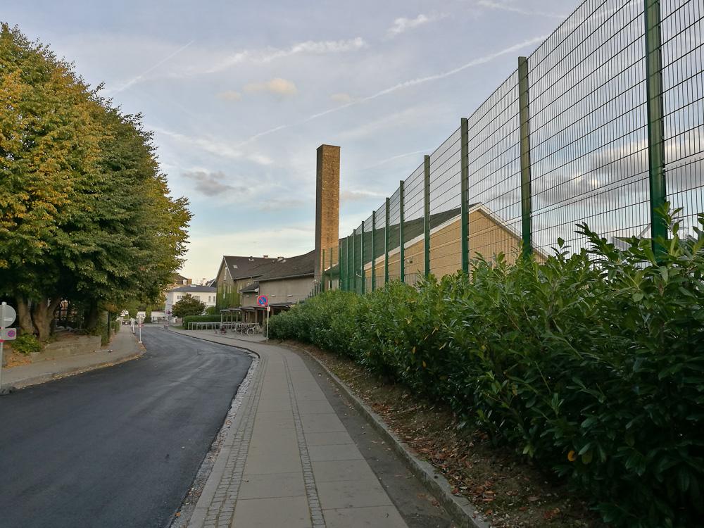 Jeg gik langs mit gamle gymnasium i Hellerup