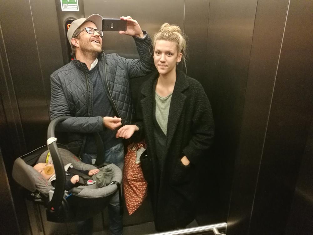 Let brugt trio i en elevator