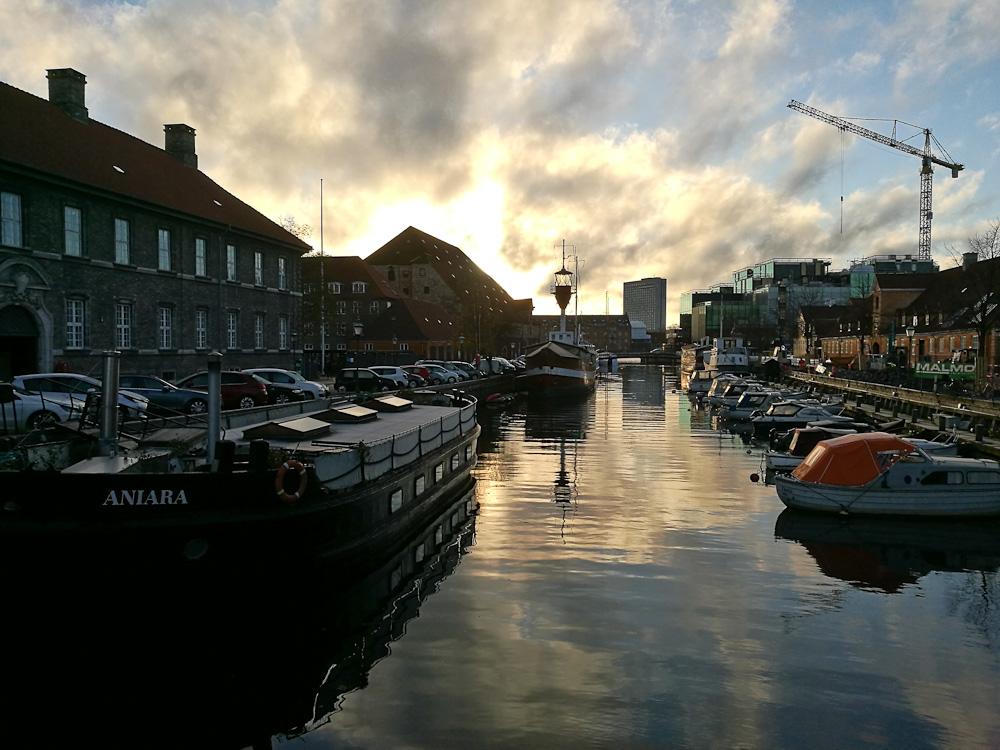 Kanalen i modlys
