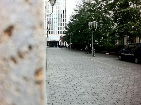 I Berlin så jeg lidt af muren. Det handlede i øvrigt om en mobiltelefon. Forvent et længere indlæg næste uge.