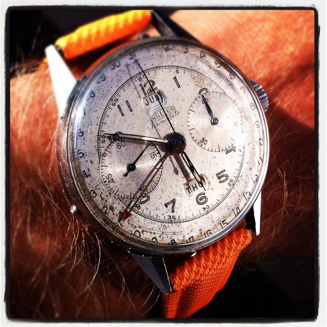 """Remmen sidder på denne frækkert - min nyservicerede og særdeles velfungerende vintage chronograph med """"trippel dato"""". More to come."""