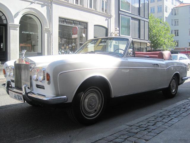 Lang, længere og længst. Rolls Roycen snupper nemt tre parkeringspladser, hvis man kører SMART.