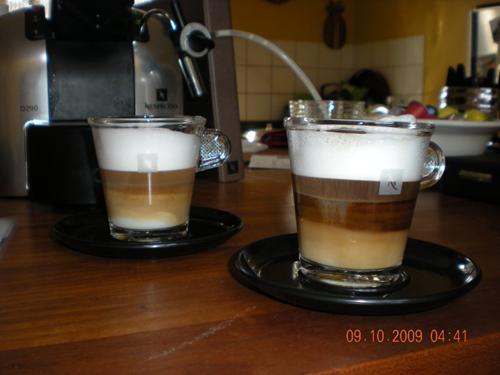 Foto 3: Anna har kreeret kaffen - Jennifer har skudt motivet