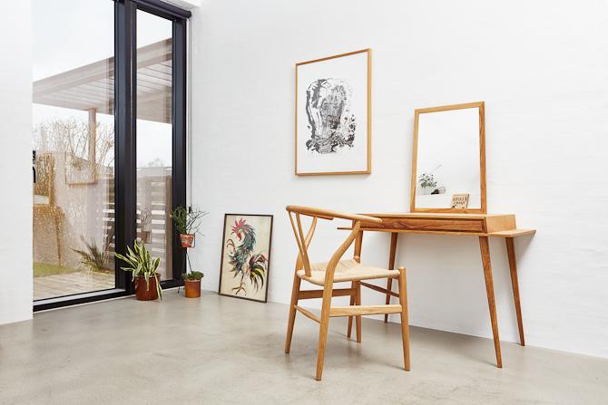 En wegner stol fylder femtio tillykke til shell chair ch07 for Dane design furniture