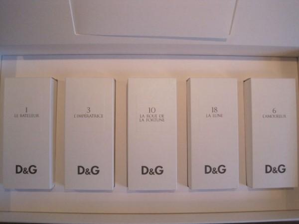 Hvidt-i-hvidt med genkendeligt D&G logo.