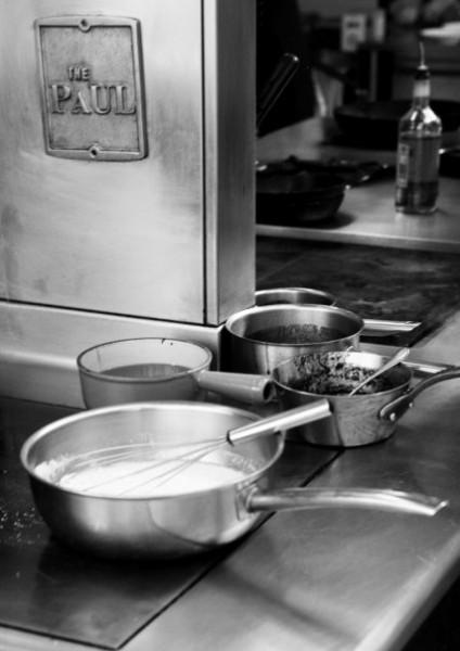 Signaturplatte og madlavningsudstyr.