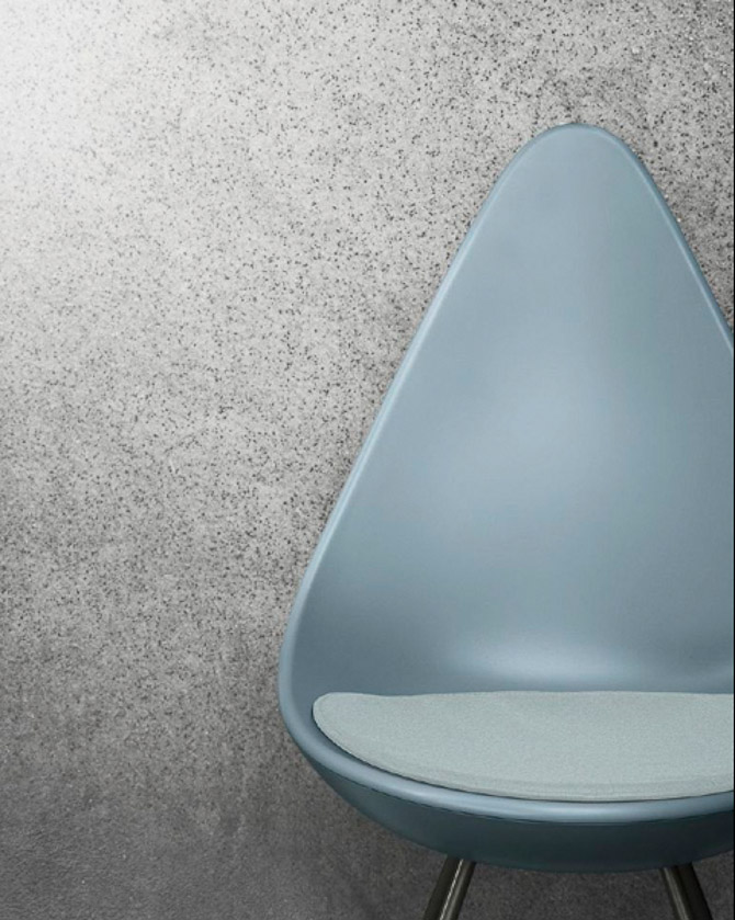 arne jacobsen stol dråben Det var Dråben   en Arne Jacobsen stol. Og et bord fra Jaime Hayon arne jacobsen stol dråben