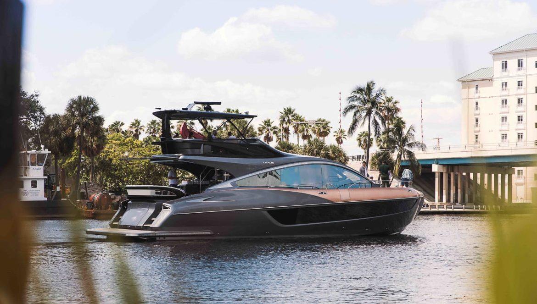 Lexus LY 650